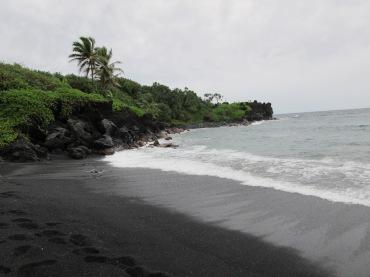 Wai'anapanapa Black Sand Beach - Road to Hana