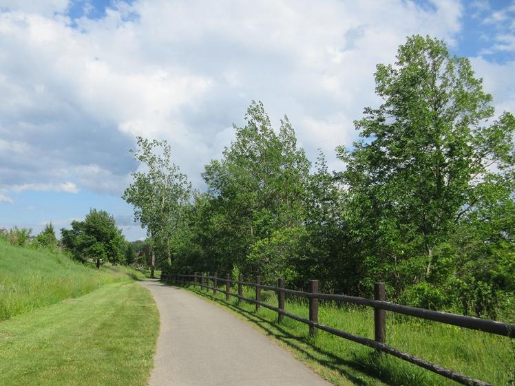 Niagara Parkway - Niagara Falls, Ontario, Canada on a budget